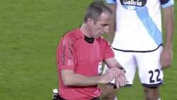 Märkliga scener i La Liga när domaren bryter spelet
